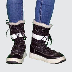 Roxy Snow Lace up Size 8 winter boots Snowday